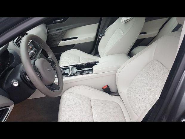 Photo miniature de la Jaguar XE 2.0D 180ch Portfolio BVA8 2017 d'occasion