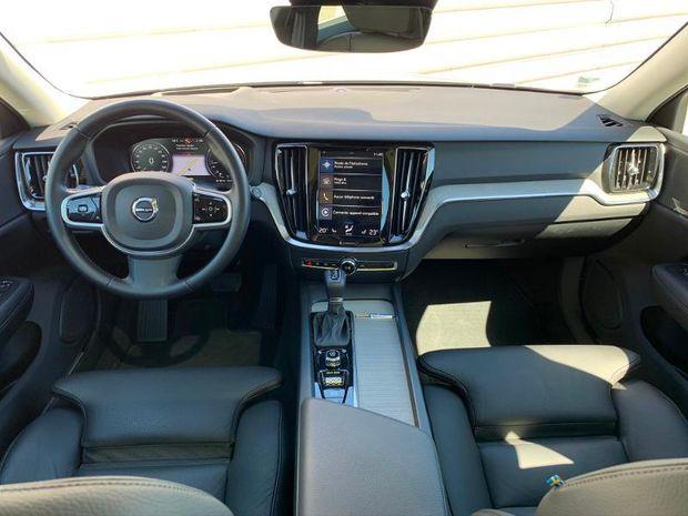 Photo miniature de la Volvo V60 D4 190ch AdBlue Inscription Luxe Geartronic 2019 d'occasion