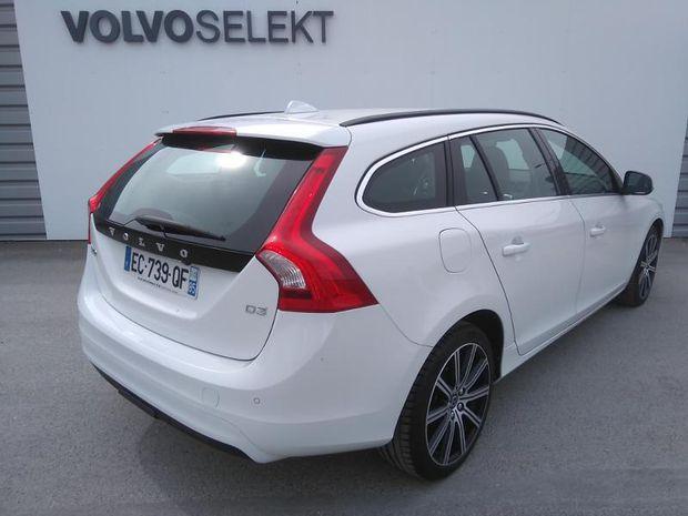 Photo miniature de la Volvo V60 D3 150ch Översta Edition 2016 d'occasion