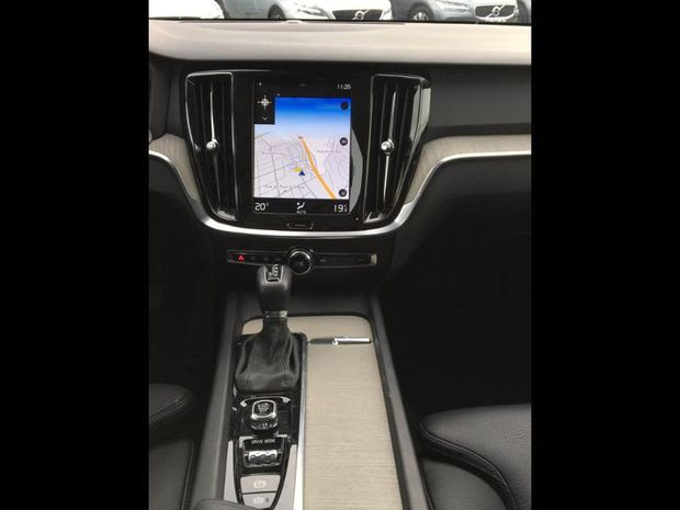 Photo miniature de la Volvo V60 D3 150ch AdBlue Inscription Geartronic 2018 d'occasion