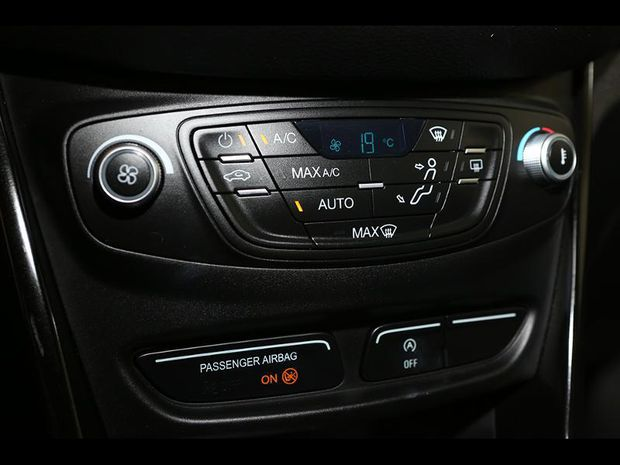 Photo miniature de la Ford B-MAX 1.0 SCTi 125ch EcoBoost Stop&Start Titanium 2016 d'occasion