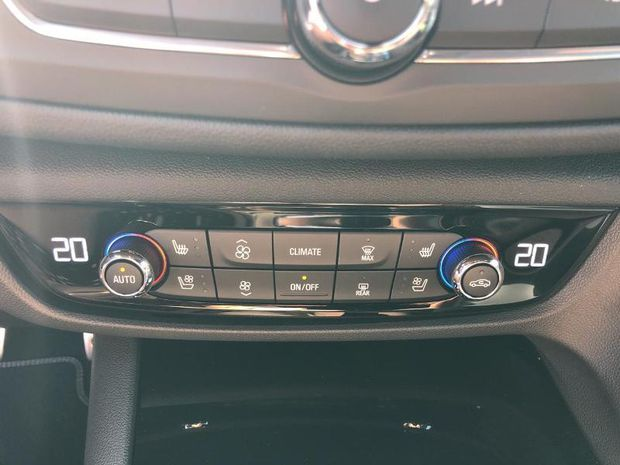 Photo miniature de la Opel Insignia Sp Tourer 1.6 D 136ch Ultimate BVA Euro6dT 2019 d'occasion