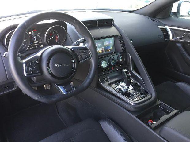 Photo miniature de la Jaguar F-Type Coupe 2.0T 300ch R-Dynamic BVA8 2018 d'occasion