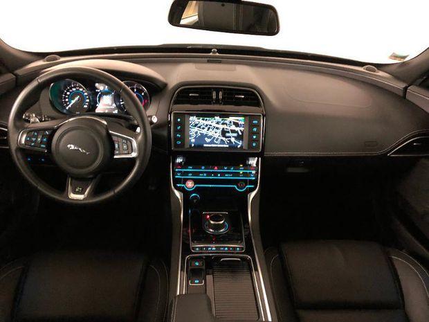 Photo miniature de la Jaguar XE 2.0D 180ch R-Sport BVA8 2019 d'occasion