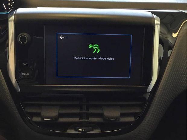 Photo miniature de la Peugeot 2008 1.6 BlueHDi 100ch BVM5 Allure 2017 d'occasion
