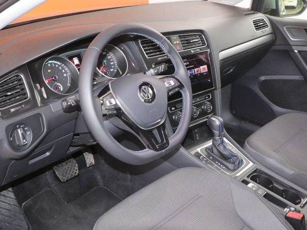 Photo miniature de la Volkswagen Golf E- 136 Electrique 2017 d'occasion