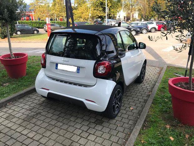Photo miniature de la Smart fortwo Coupe 90ch urbanshadow edition twinamic E6c 2019 d'occasion