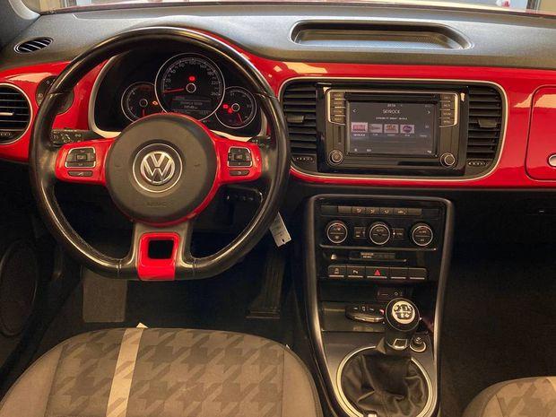 Photo miniature de la Volkswagen Coccinelle Cabriolet 2.0 TDI 110 BMT BVM5 Design 2017 d'occasion