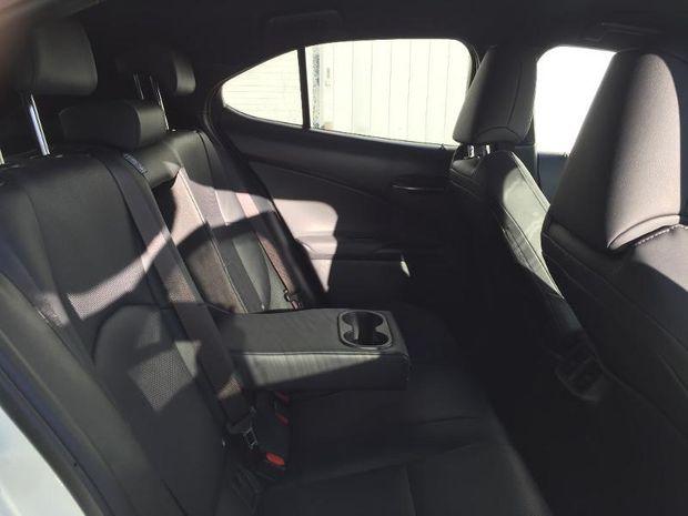 Photo miniature de la Lexus UX 250h 4WD Luxe 2019 d'occasion