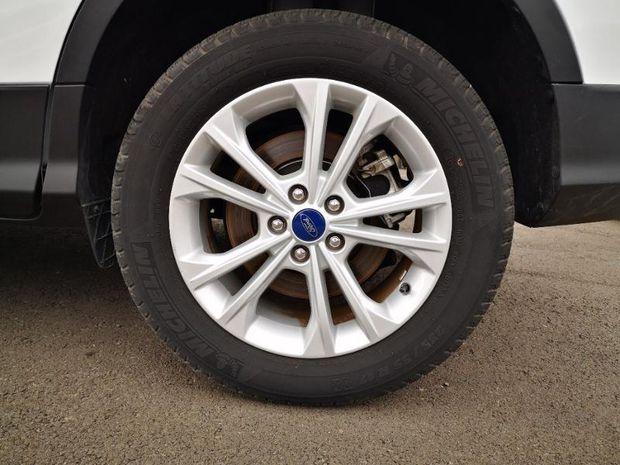 Photo miniature de la Ford Kuga 1.5 EcoBoost 120ch Stop&Start Titanium 4x2 2017 d'occasion