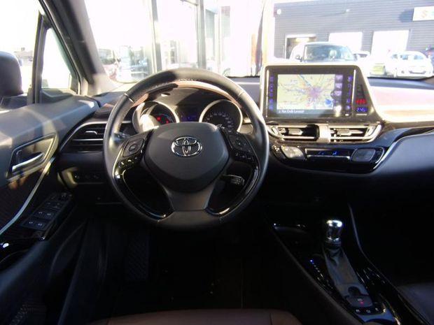 Photo miniature de la Toyota C-HR 122h Distinctive 2WD E-CVT 2018 d'occasion