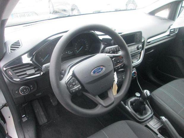Photo miniature de la Ford Fiesta 1.1 70ch Essential 5p Euro6.2 2018 d'occasion