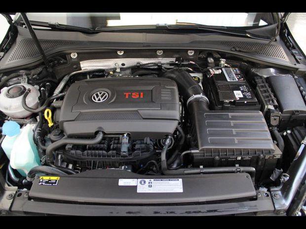 Photo miniature de la Volkswagen Golf 2.0 TSI 290 ch GTI TCR DSG7 Euro6d-T 5p 2019 d'occasion