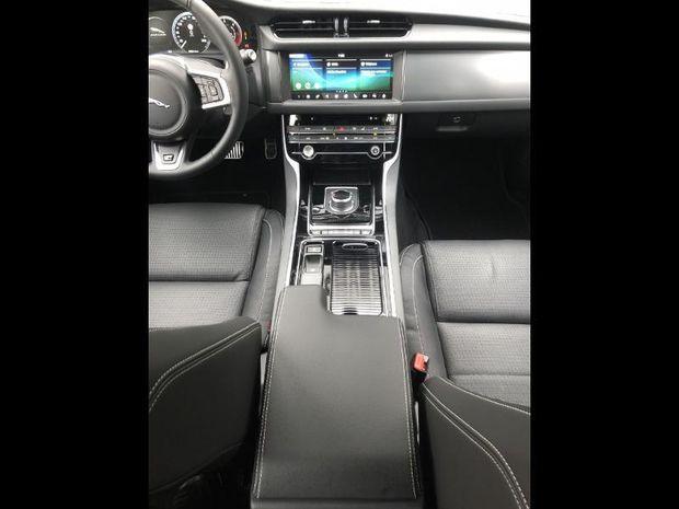 Photo miniature de la Jaguar XF 2.0D 180ch R-Sport BVA 2019 d'occasion