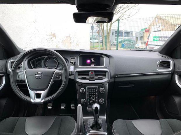 Photo miniature de la Volvo V40 D2 AdBlue 120ch R-Design 2019 d'occasion
