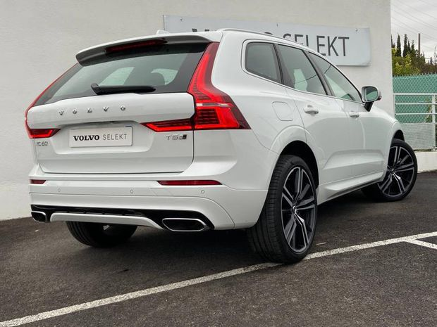 Photo miniature de la Volvo XC60 T5 AWD 250ch R-Design Geartronic 2018 d'occasion
