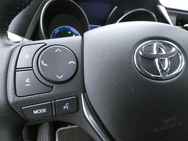 Photo miniature de la Toyota Auris HSD 136h Design Business RC18 2019 d'occasion