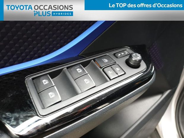 Photo miniature de la Toyota C-HR 122h Graphic 2WD E-CVT 2018 d'occasion