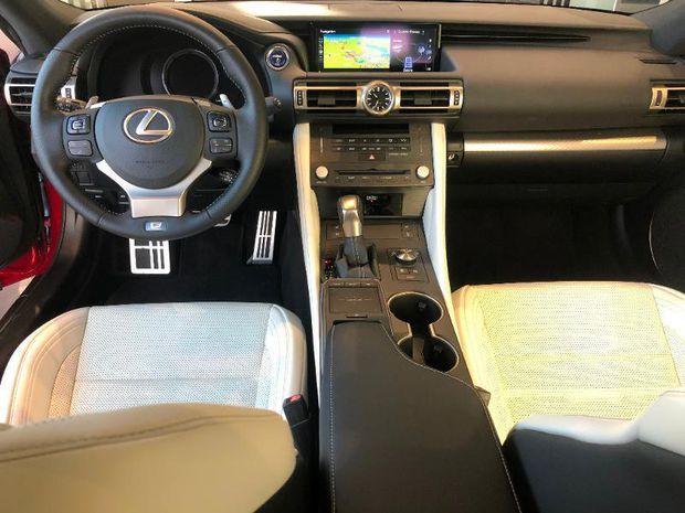 Photo miniature de la Lexus RC F RC 300h F SPORT Executive 2019 d'occasion