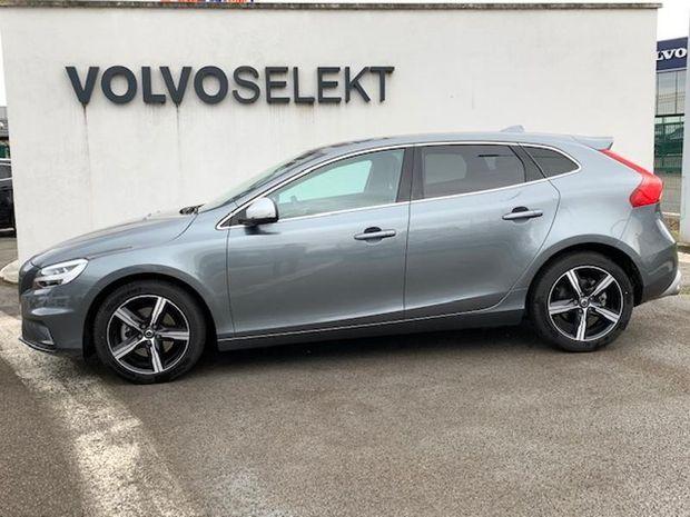 Photo miniature de la Volvo V40 T3 152ch R-Design 2019 d'occasion