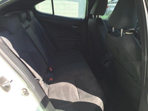 Photo miniature de la Lexus UX 250h 2WD Pack Business 2019 d'occasion