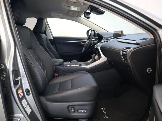 Photo miniature de la Lexus NX 300h 4WD Luxe Euro6d-T 2020 d'occasion