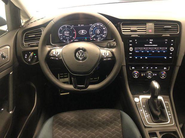 Photo miniature de la Volkswagen Golf 2.0 TDI 150ch FAP IQ.Drive DSG7 Euro6d-T 5p 2019 d'occasion