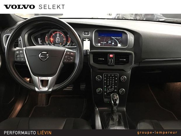 Photo miniature de la Volvo V40 D3 150ch R-Design Geartronic 6 2016 d'occasion