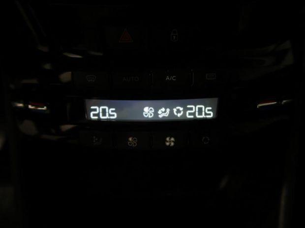 Photo miniature de la Peugeot 208 1.5 BlueHDi 100ch E6.c Active BVM5 5p 2019 d'occasion