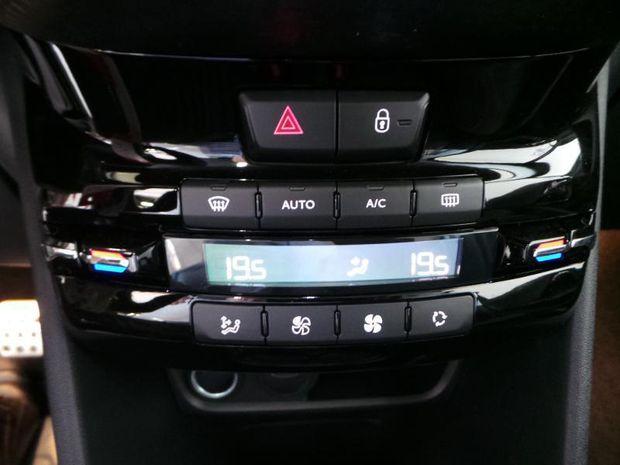 Photo miniature de la Peugeot 208 1.2 PureTech 110ch E6.c GT Line S&S 5p 2019 d'occasion