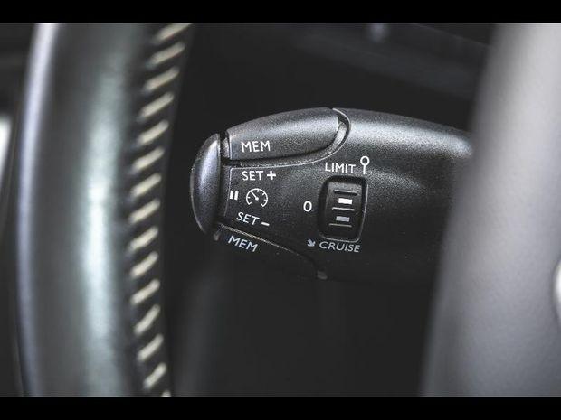 Photo miniature de la Peugeot 308 1.6 BlueHDi 120 Allure EAT6 Toit pano 2018 d'occasion