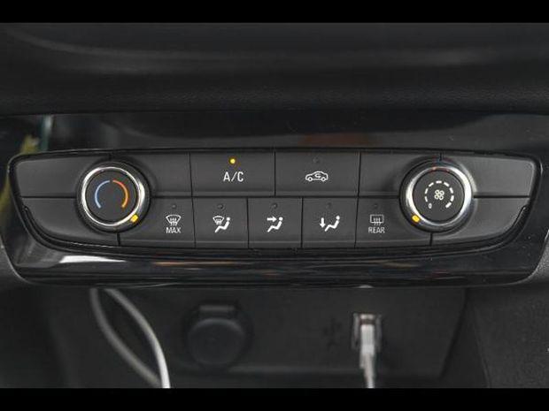 Photo miniature de la Opel Corsa 1.5 D 100 Elegance Full Led Caméra Carplay 2020 d'occasion