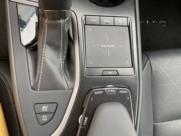 Photo miniature de la Lexus UX 250h 2WD Luxe 2020 2019 d'occasion