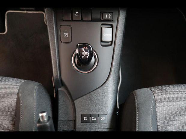 Photo miniature de la Toyota Auris HSD 136h Collection RC18 2019 d'occasion