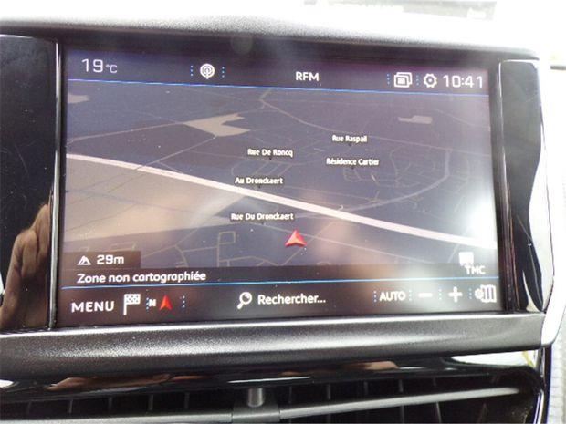 Photo miniature de la Peugeot 2008 1.2 PURETECH 110CH S&S BVM5 2017 d'occasion