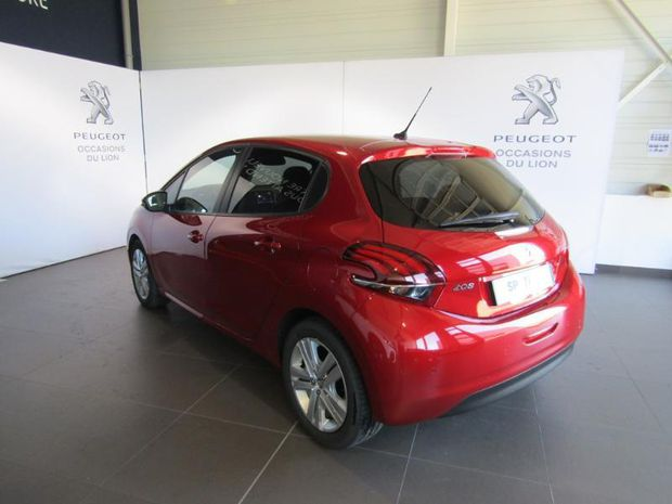 Photo miniature de la Peugeot 208 1.2 PureTech 82ch E6.c Signature 5p 2018 d'occasion