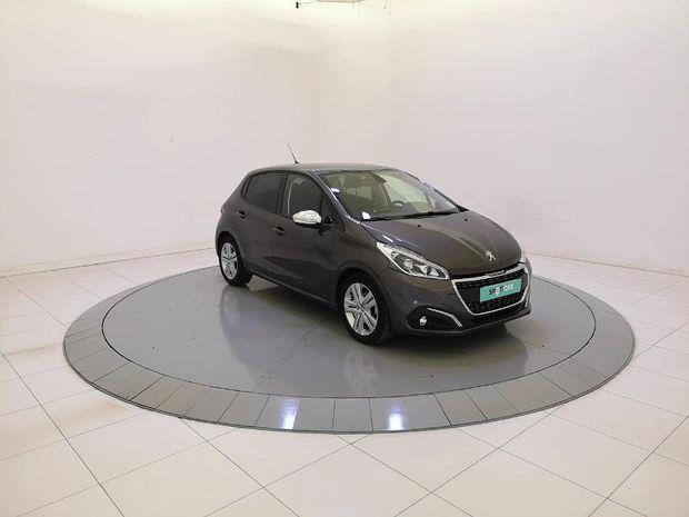 Photo miniature de la Peugeot 208 1.5 BlueHDi 100ch E6.c Signature BVM5 86g 5p 2019 d'occasion