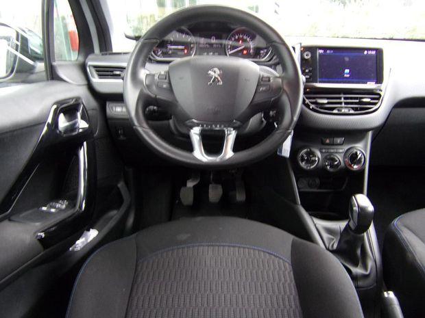 Photo miniature de la Peugeot 208 1.2 PureTech 82ch BVM5 Style 2018 d'occasion