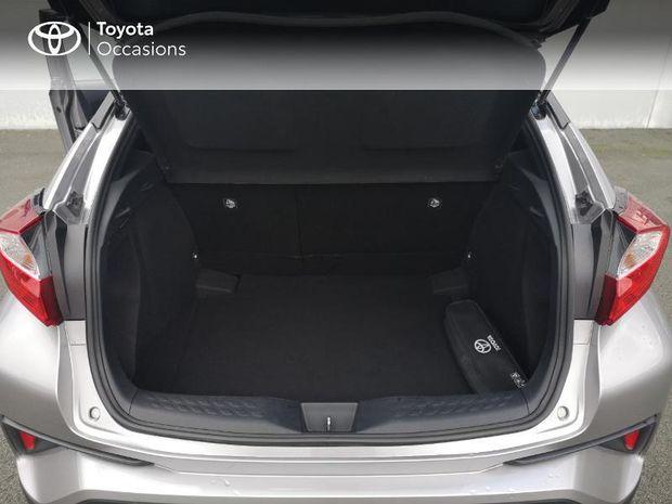 Photo miniature de la Toyota C-HR 122h Dynamic 2WD E-CVT RC18 2018 d'occasion