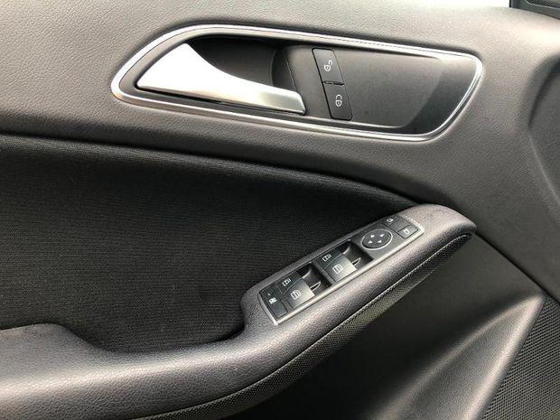 Photo miniature de la Mercedes GLA Classe  180 d Intuition 2017 d'occasion