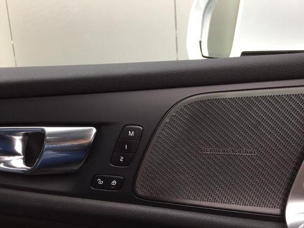 Photo miniature de la Volvo S60 T8 Twin Engine 303 + 87ch Inscription Luxe Geartronic 8 2020 d'occasion
