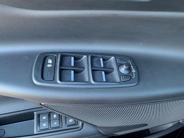 Photo miniature de la Jaguar XE 2.0D 180ch Portfolio BVA8 2019 d'occasion