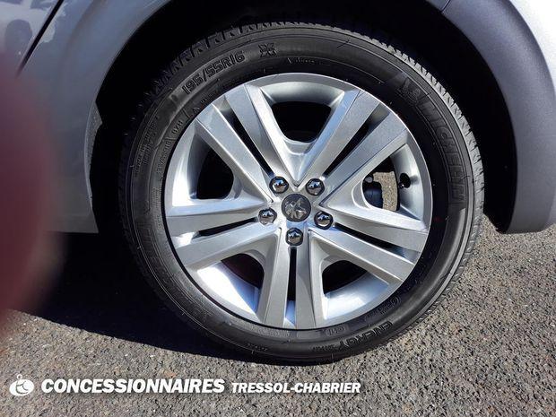 Photo miniature de la Peugeot 208 PureTech 82ch S&S BVM5 Signature 2019 d'occasion