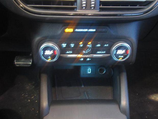 Photo miniature de la Ford Focus 2.0 EcoBlue 150ch ST-Line Business BVA 2019 d'occasion