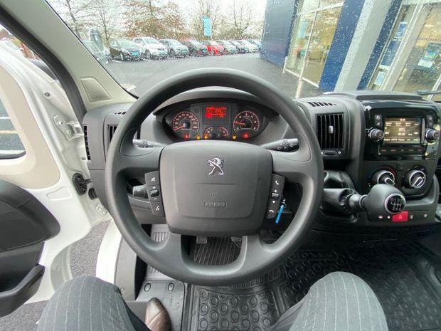 Photo miniature de la Peugeot Boxer Fg 335 L3H3 2.2 BlueHDi S&S 120ch Asphalt 2020 d'occasion