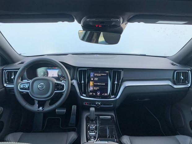 Photo miniature de la Volvo S60 T8 Twin Engine 303 + 87ch R-Design Geartronic 8 2021 d'occasion