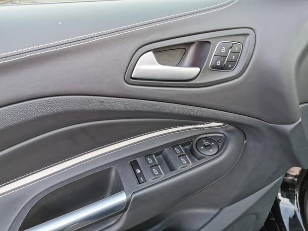 Photo miniature de la Ford Kuga 2.0 TDCi 150ch Stop&Start Vignale 4x2 2018 d'occasion