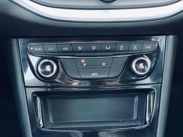Photo miniature de la Opel Astra Turbo 130 Elegance carplay 12 000kms Garantie 1 an 2020 d'occasion