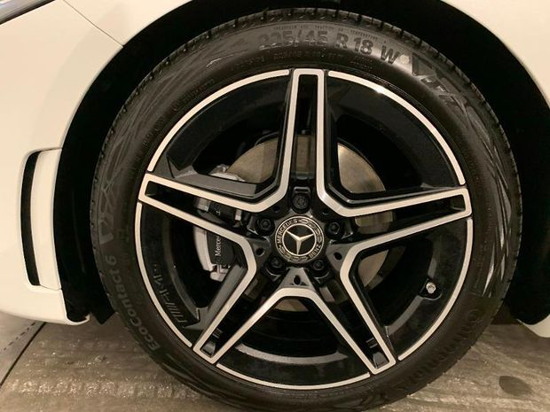 Photo miniature de la Mercedes Classe A 180d 116ch AMG Line 2021 d'occasion