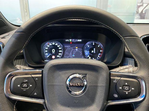 Photo miniature de la Volvo XC40 D4 AdBlue AWD 190ch R-Design Geartronic 8 TOuvrant Camera Gps 2020 d'occasion